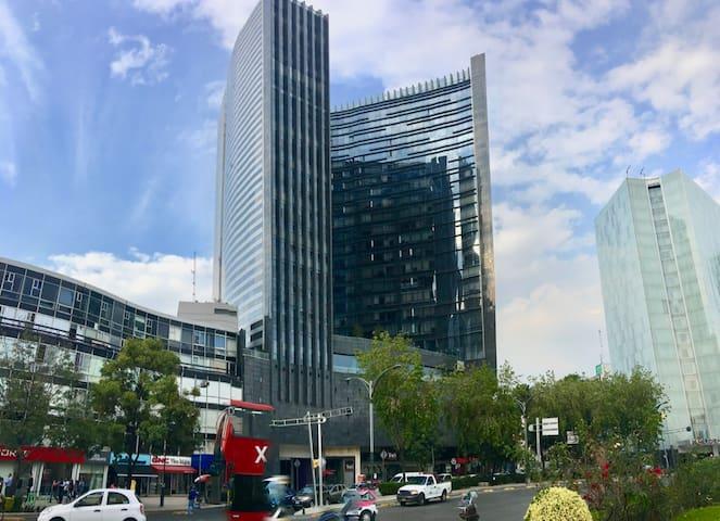Lindo depa, edificio genial y cerca de todo!!! W