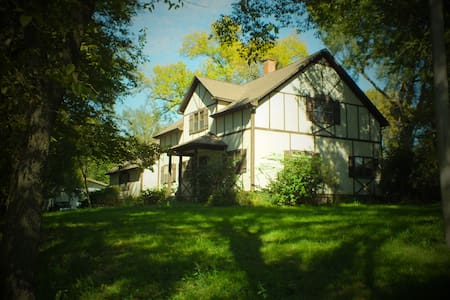 BEAUTIFUL 4BR HOME ON 25 SECLUDED ACRES