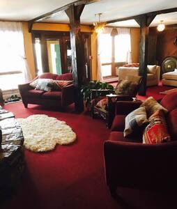 Lotus Mountain Retreat - Wellness Center and Cafe - Richmond - Pousada