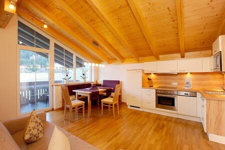 Apartment at a Tyrolean Farm for 3-6 guests | 85m² - Oberperfuss