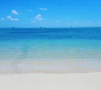 Cosy little house 1 min walk from the beach - Grand Baie - 独立屋