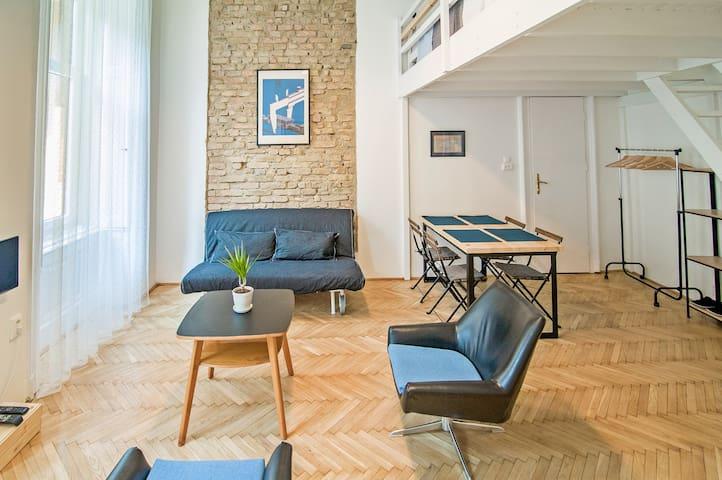 TheLittleBus-Quiet apartment on bright boulevard