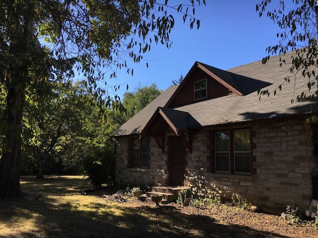 Historic stone farmhouse for large group - Murfreesboro