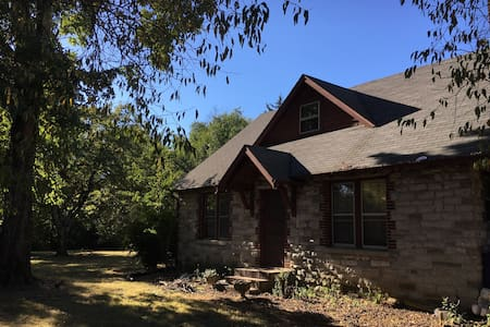 Historic stone farmhouse for large group - Murfreesboro - Casa