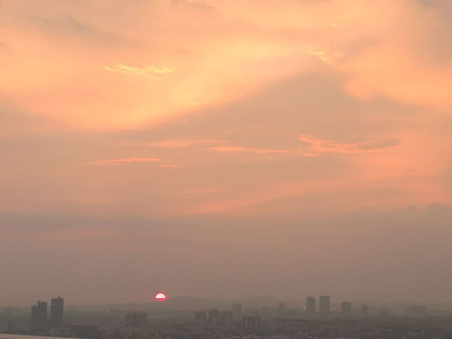 Sunset at 7am from the sky garden at level 38