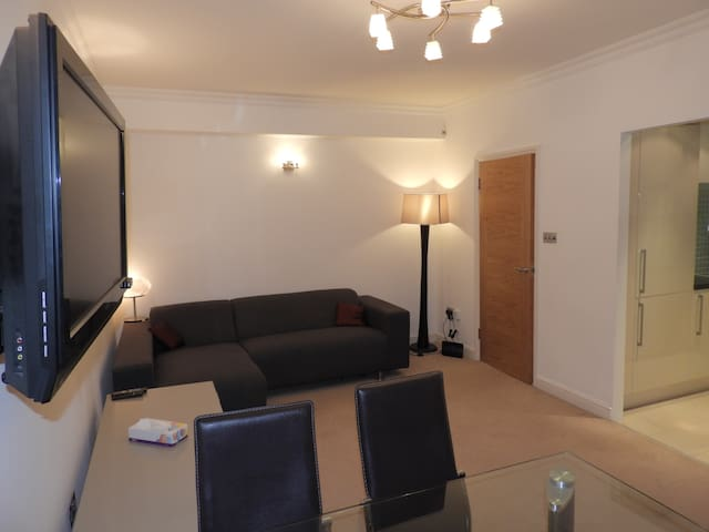2 Beds , st johns wood , big living room .