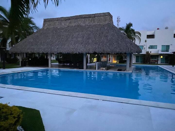 Lujosa villa en Acapulco Diamante, (Villas Velato)