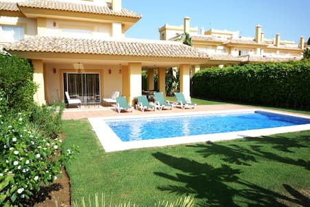 San Roque Club front line golf with large pool - San Roque - Villa