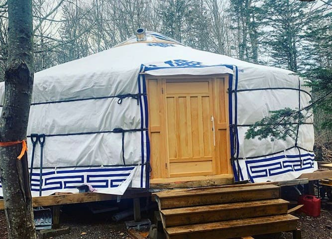 Unique Off-grid Yurt Experience 5 mins from Ocean!