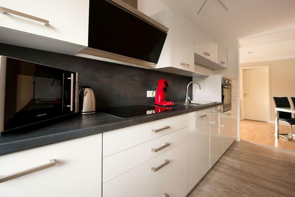 .....Geschirrspüler, Dunstabzug, Wasserkocher und allen erforderlichen Küchenutensilien