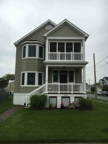 Great 2 Bedroom + 2nd floor in CM; close to beach! - Cape May - Hus