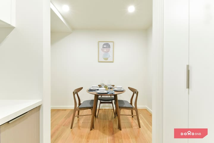★Stylish+Free Parking One Bedroom Apt @ Burwood