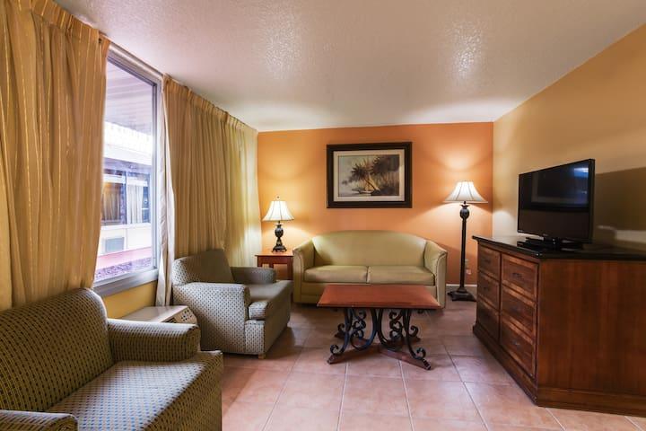 1-bedroom apt. - 2KM from Disney!!