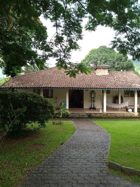 Casa aconchegante com piscina na Região Serrana