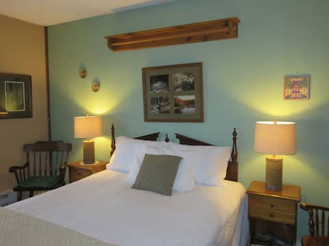 Private Room in Crestmont Inn Guesthouse