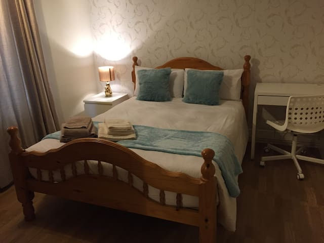 Bright and charming double room at North Acton - Lontoo - Huoneisto