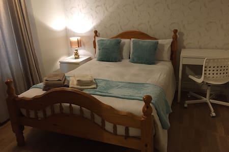 Bright and charming double room at North Acton - Lontoo
