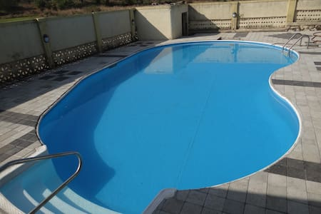 Private pool forest villa - Nalambi - Hus
