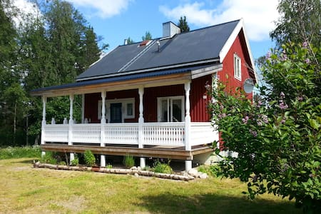 House directly on lake Abborrträsk
