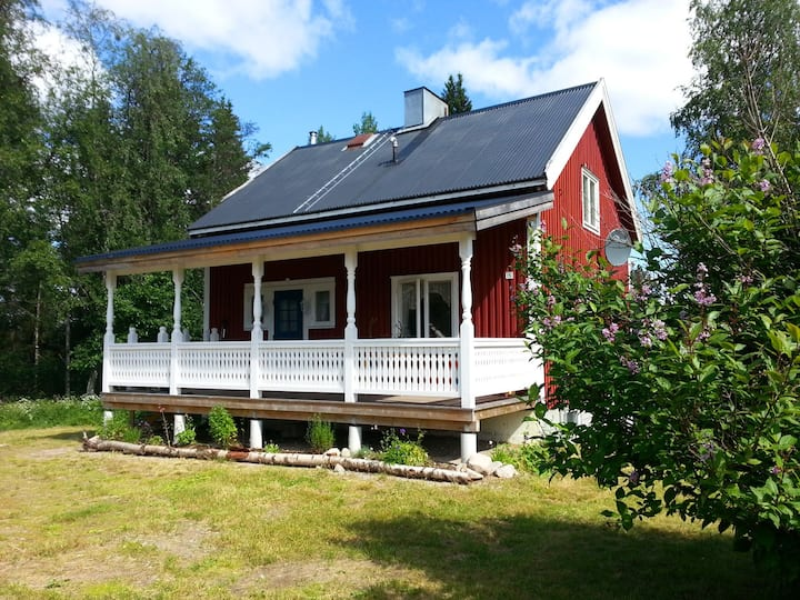 House directly on lake Abborrträsk