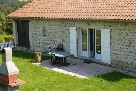 Jolie maison indépendante en pierre toute équipée