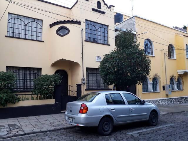 Fachada de la casa (Exterior).