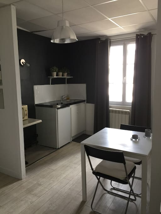 studio meubl appartements avec services h teliers. Black Bedroom Furniture Sets. Home Design Ideas