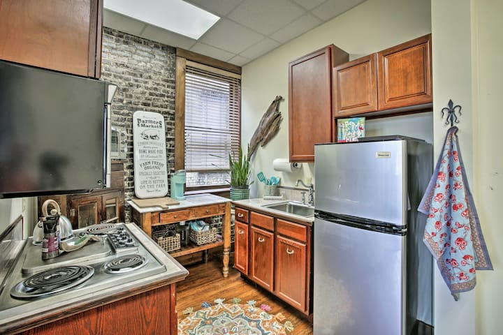 The well-equipped kitchenette has all you need.