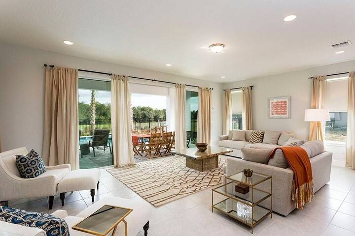 Contemporary beautiful home 12 mins from Disney ⭐️