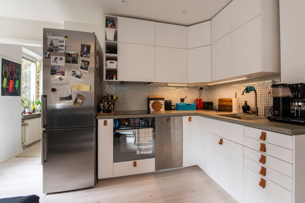 Kitchen, with dishwasher and everything you need.
