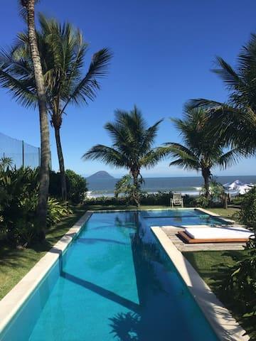 Casa luxuosa frente ao mar Barra do Una