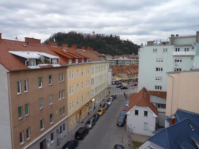 sonniges 24m² Zimmer mit Balkon (Schlossbergblick) - Graz - Apartment