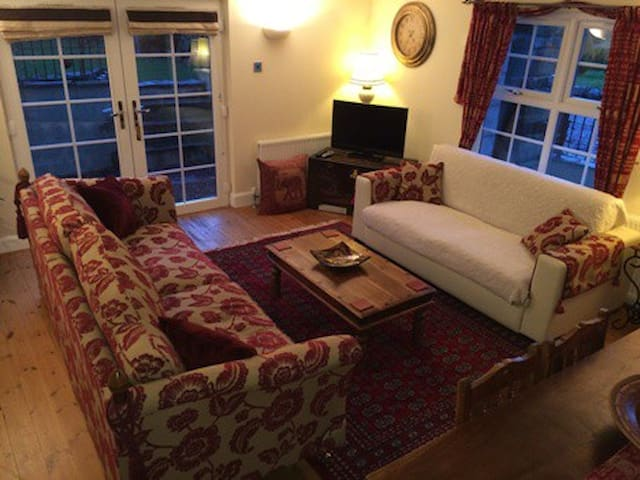 Steading Cottage St Andrews Luxury SC Accomodation - Leuchars