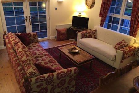 Steading Cottage St Andrews Luxury SC Accomodation - Leuchars