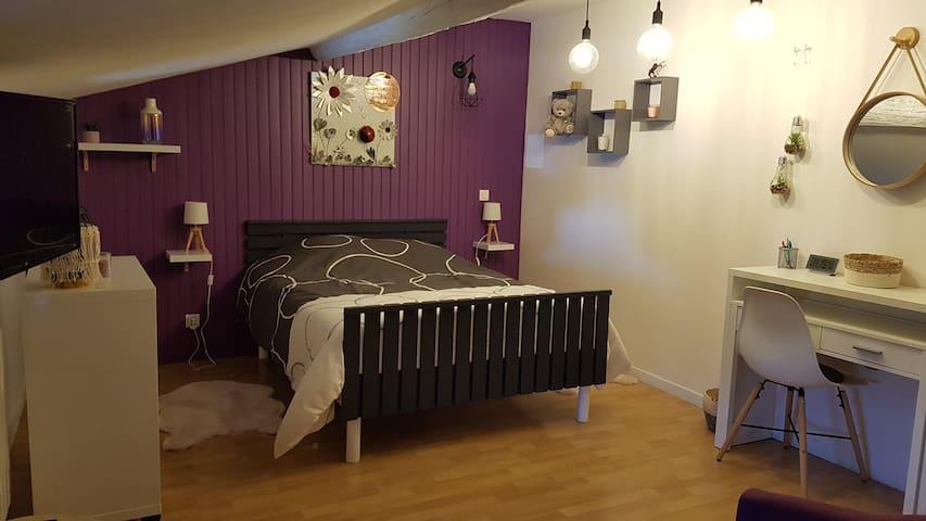 """Coquette chambre """"Coccinelle"""" dans un hameau calme"""