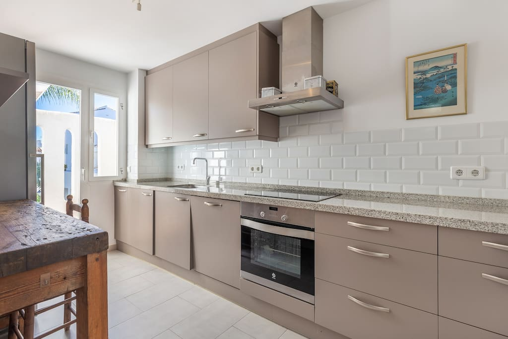 Bright and modern kitchen with high end appliances, Penthouse-in-Los-Naranjos-de-Marbella-available-for-vacation-rental-swimming pool, walking distance to everything; Puerto Banus, the beach.