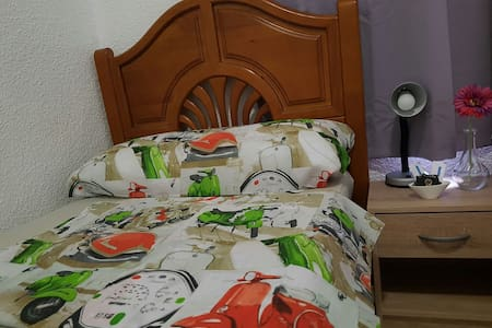 CENTRIC ROOM-INDIVIDUAL BED IN FRONT OF CITY HALL - Alicante - Huoneisto