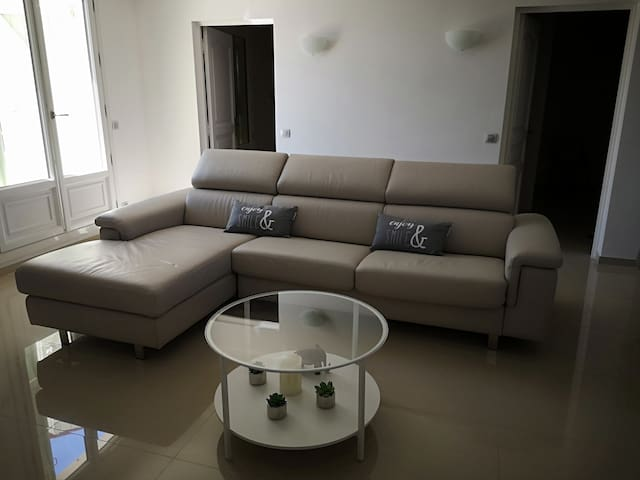 Modern apartment with sea view and 2 bedrooms.