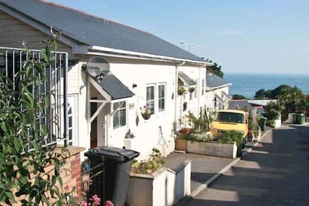 Sunnyside by the sea! 10 minutes walk to the beach - Ilfracombe