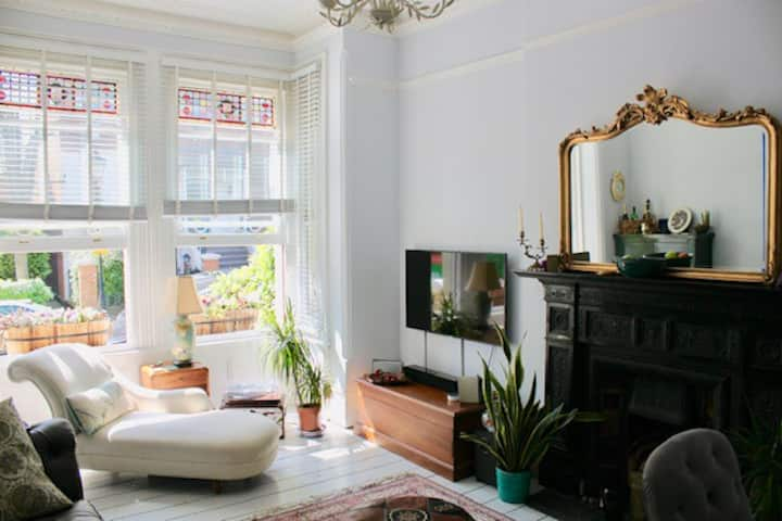 Charming 18th Century Flat In Hampstead