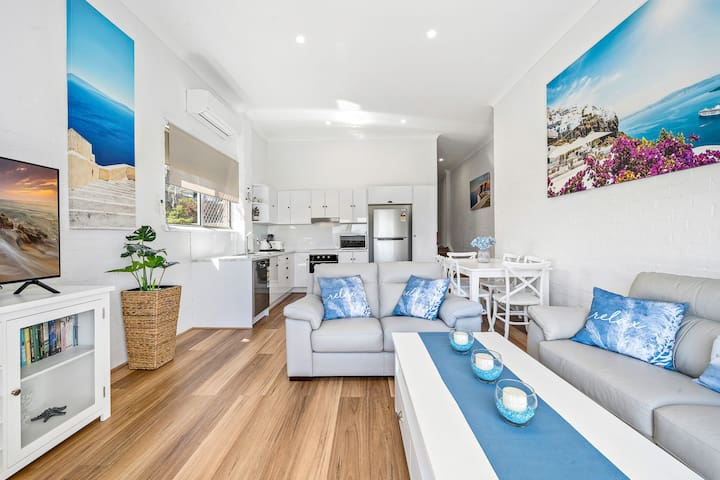 Modern, Spacious & Sophisticated - Across the Street From Local Shops