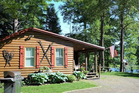 Beautiful cabin overlooking the Sacandaga River!