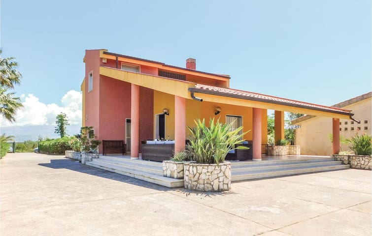 Holiday cottage with 5 bedrooms on 180 m² in Balestrate PA