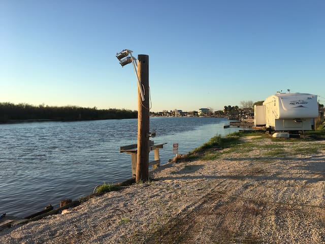 "The ""It'll Do"" Waterfront fishing camp - Matagorda - Karavan/RV"