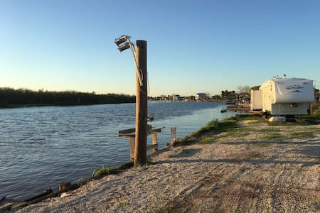"The ""It'll Do"" Waterfront fishing camp - Matagorda - Camper/Roulotte"