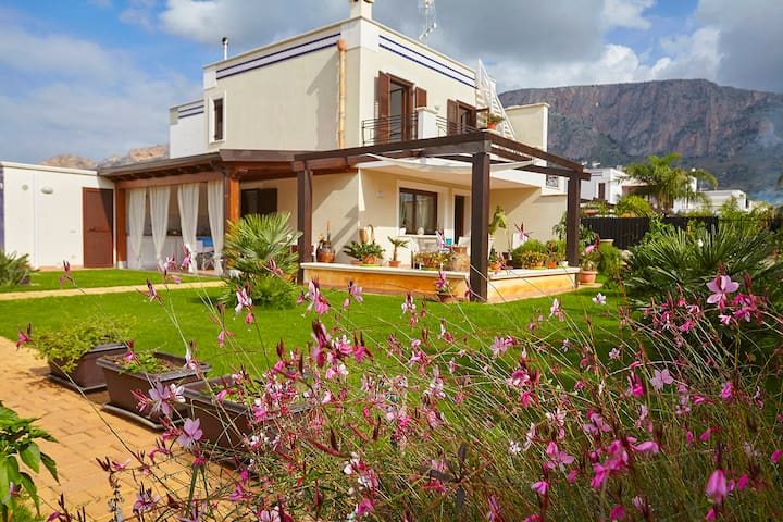 Nature and Sea in harmony and relax - Terrasini - House