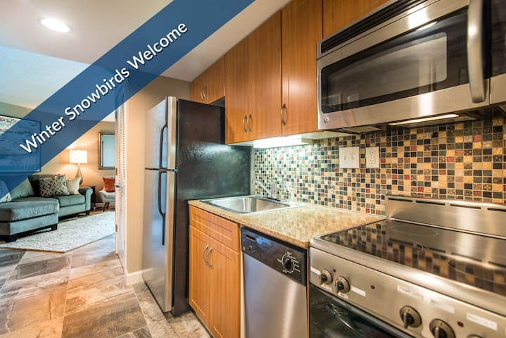 3-Day Weekend and Monthly Rates Available.  In-Suite Washer/Dryer.