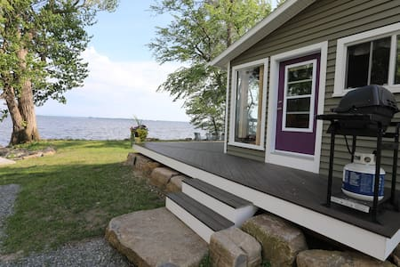 Waterfront Cottage on Lake Champlain in Canada
