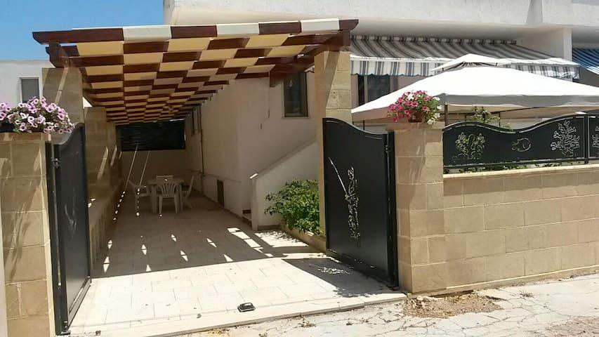 SALENTO CASA IN VILLA ATTACCATA AL MARE A LEUCA - Marina San Gregorio - Appartement