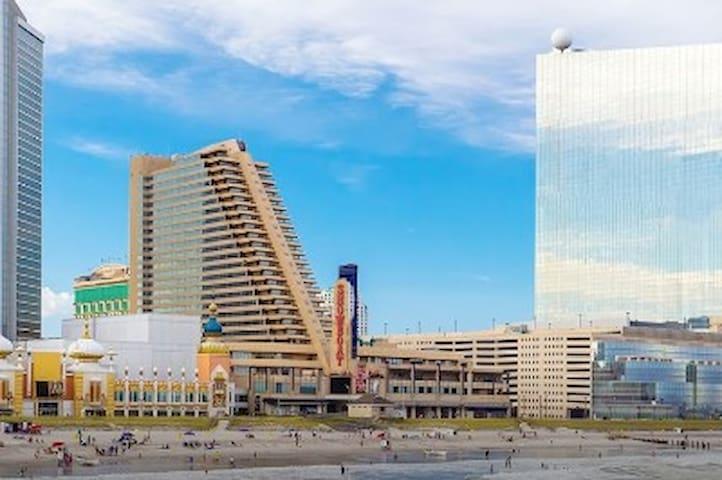 Atlantic City Boardwalk 1BR Apartment